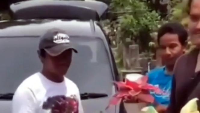 Viral Toyota Avanza ditukar tanaman hias