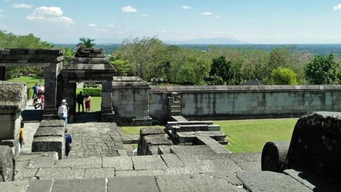 Pintu masuk Candi Ratu Boko, image by IG : @piipeppi