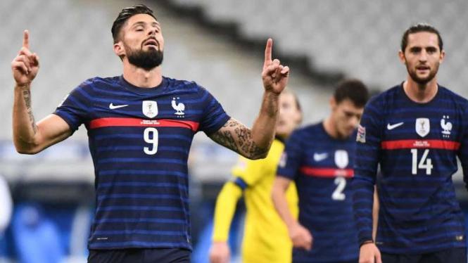 Timnas Prancis rayakan gol Olivier Giroud.
