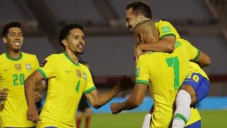 Pemain Timnas Brasil merayakan gol ke gawang Uruguay