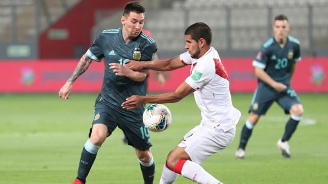 Lionel Messi dalam pertandingan Timnas Argentina melawan Peru