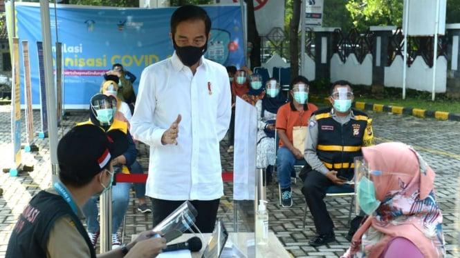 Presiden Jokowi Tinjau Simulasi Vaksinasi di Puskesmas Tanah Sareal, Kota Bogor