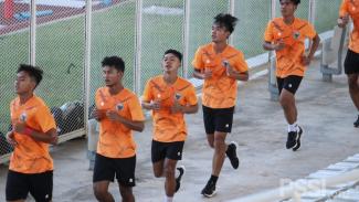 Pemain Timnas Indonesia U-19 menjalani latihan fisik di Stadion Madya GBK,