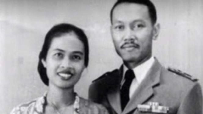 VIVA Militer: Brigjen TNI Soepardjo dan istrinya, Triswati