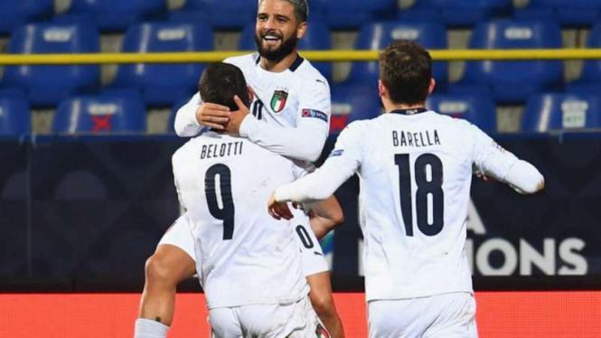 Pemain Italia rayakan gol Andrea Belotti.
