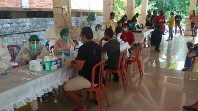 Ilustrasi Kegiatan rapid test KPPS Denpasar, Bali (antara)