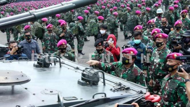 VIVA MIliter : Panglima TNI Marsekal Hadi Tjahjanto sidak ke Mako Marinir