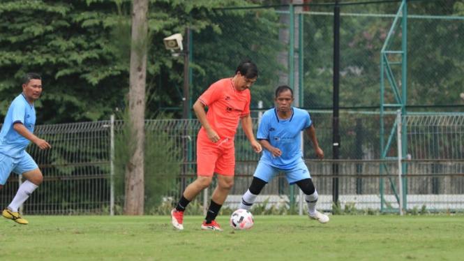 Momen striker legendaris Timnas Indonesia, Ricky Yacobi, cetak gol indah