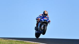 Aksi Kocak di MotoGP Portugal, Nyari Tumpangan di Pinggir Trek