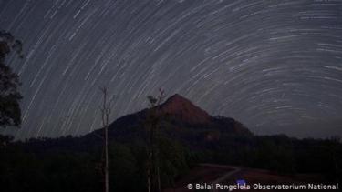 https://thumb.viva.co.id/media/frontend/thumbs3/2020/11/22/5fb9b5e9c0982-observatorium-nasional-timau-di-kupang-buka-jalan-pencarian-exoplanet-oleh-indonesia_375_211.jpg