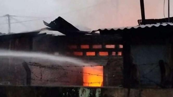Perumahan Brimob di Medan terbakar