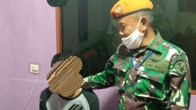 VIVA Militer: Paskhas TNI tangkap pegawai bandara.