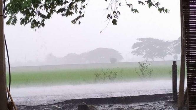 Suasana saat hujan lebat di Lombok