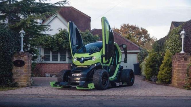 Modifikasi mobil listrik mungil Renault Twizy bergaya Formula One.