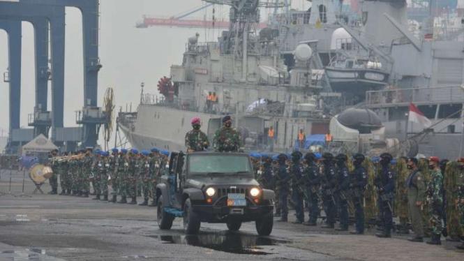 VIVA Militer: Kasal Laksamana TNI Yudo Margono mengecek kesiapan prajurit TNI AL