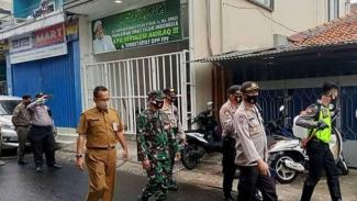 VIVA Militer: TNI kawal polisi di Markas FPI Petamburan