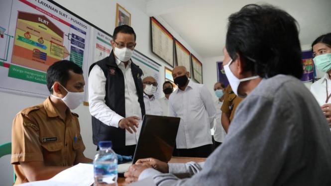 Mensos Juliari dan Menkop UKM Teten Masduki kunjungan kerja di Bandung Barat