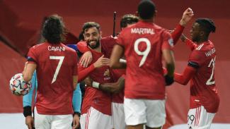 Para pemain MU merayakan gol Bruno Fernandes ke gawang Istanbul Basaksehir