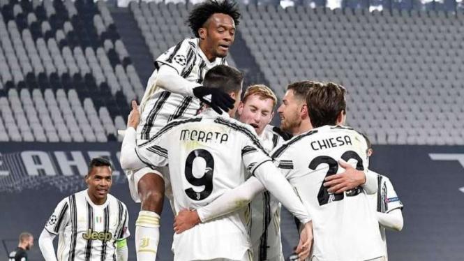 Juventus merayakan gol