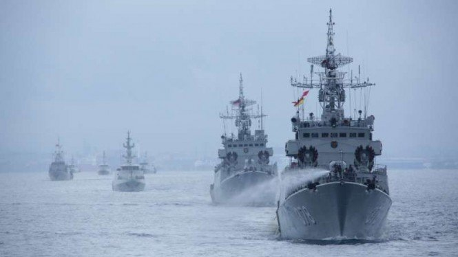 VIVA Militer: Kapal Perang TNI AL gelar latihan di Perairan Natuna