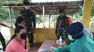 VIVA Militer: Satgas Pamtas RI-Malaysia pantau ketat PMI yang masuk ke Indonesia