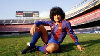 Legenda Timnas Argentina, Diego Maradona, saat membela Barcelona