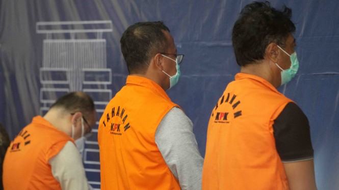 KPK tahan Menteri KKP Edhy Prabowo terkait kasus dugaan korupsi perizinan ekspor benih lobster.