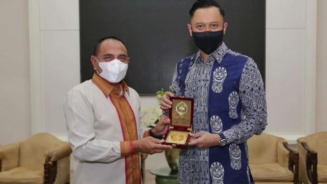 Gubernur Sumatera Utara Edy Rahmayadi dengan Ketua Umum Partai Demokrat Agus Harimurti Yudhoyono (AHY) di rumah dinas sang gubernur di Kota Medan, Senin malam, 23 November 2020.
