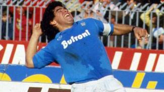 Diego Maradona saat memperkuat Napoli.