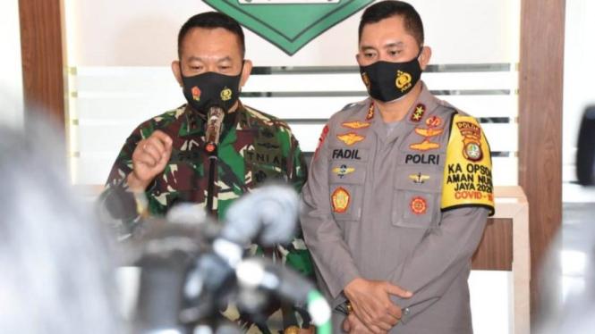 Pangdam Jaya Mayjen Dudung Abdurrachman bersama Kapolda Metro Irjen Fadil Imran
