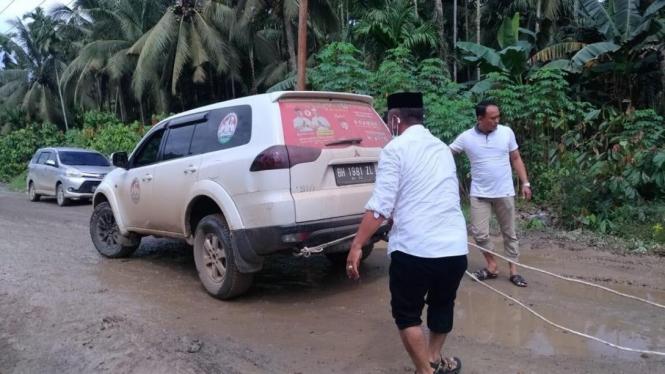 Mobil yang digunakan Calon Bupati Tanjung Jabung Timur Jambi diduga pelat palsu