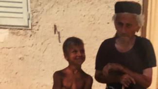 Zlatan Ibrahimovic kecil (kiri).