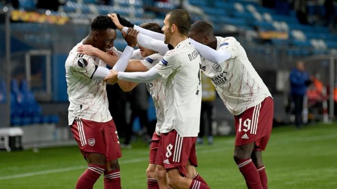 Folarin Balogun merayakan gol untuk Arsenal