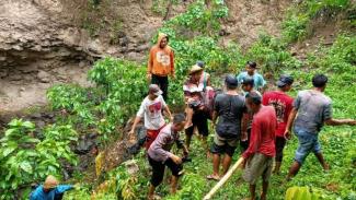 Seorang Anak di Dompu NTB Jatuh Dari Tebing Puluhan Meter Saat Mencari Kayu