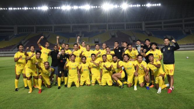 Bhayangkara Solo FC dalam laga persahabatan kontra Pemkot Solo