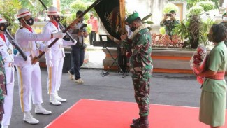 VIVA Militer: Mayjen TNI MS jalani tradisi Kodam Udayana.