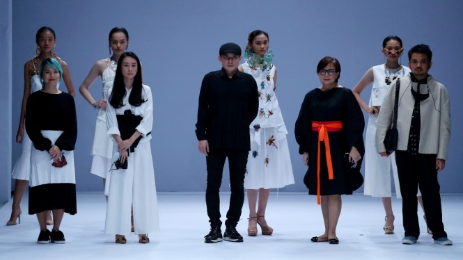 Penampilan Rinaldy Yunardi meriahkan Jakarta Fashion Week 2021