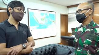 VIVA Militer: Andre Taulany dan Laksma TNI Julius Widjojo