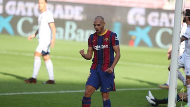 Selebrasi striker Barcelona Martin Braithwaite usai cetak gol ke gawang Osasuna.
