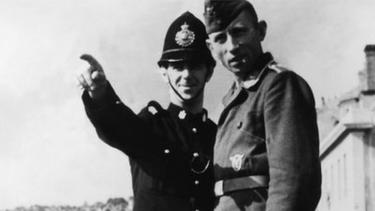 https://thumb.viva.co.id/media/frontend/thumbs3/2020/11/29/5fc3b228ea90e-kisah-belasan-polisi-robin-hood-yang-mencuri-makanan-dari-nazi_375_211.jpg