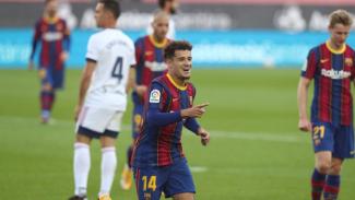 Philippe Coutinho mencetak gol ke gawang Osasuna.