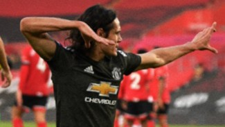 Selebrasi Edinson Cavani usai cetak gol ke gawang Southampton.