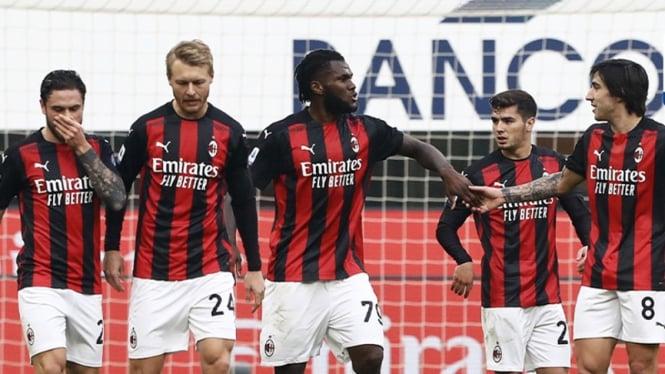 AC Milan merayakan gol.