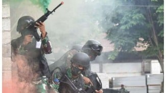 VIVA Militer: Prajurit tempur Marinir TNI AL meringsek masuk ke Kota Lampung