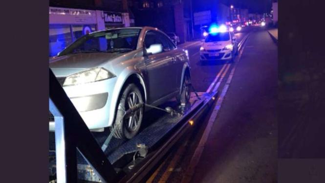Mobil baru harus disita Polisi karena tak pakai asuransi.
