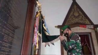 VIVA Militer: Komandan Paspampres Brigjen TNI Agus Subianto cium panji Korem SK