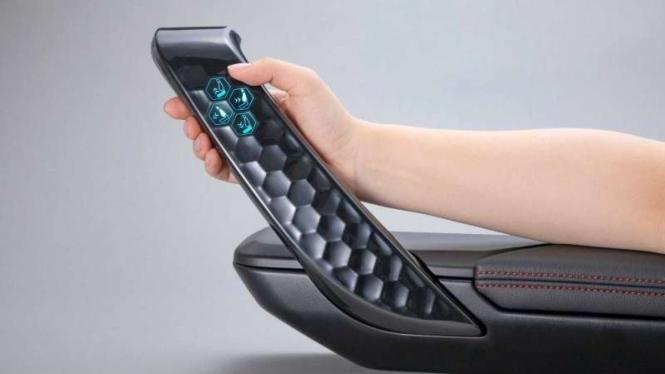 Sandaran tangan di pintu mobil masa depan bisa jadi layar sentuh.