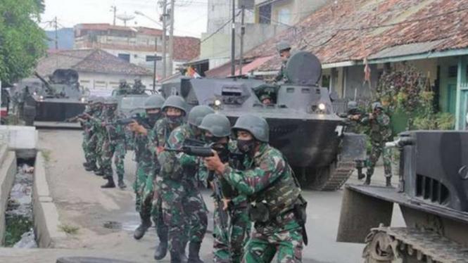 VIVA Militer: Prajurit Marinir TNI AL dari Brigif 4/Bitung Selatan, Lampung