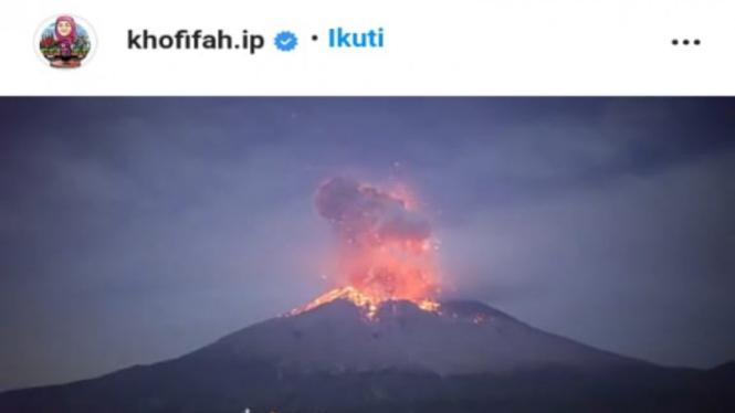 Tangkapan layar (screen shot) akun Instagram Gubernur Jawa Timur Khofifah Indar Parawansa yang salah mengunggah video erupsi gunung yang diklaim Gunung Semeru.