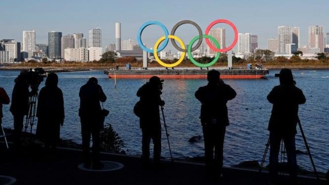 Cincin Olimpiade raksasa di Tokyo.